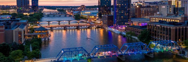 蓝桥将是拉斐尔·洛扎诺·海默的安装地点:<i>语音桥</i>。