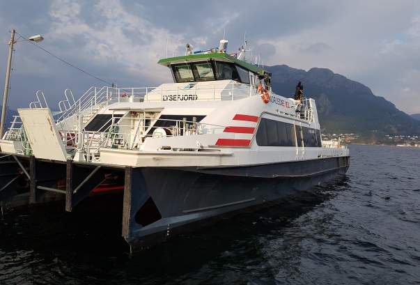 Getting around by boat | Ferries, passenger boats, and express boats