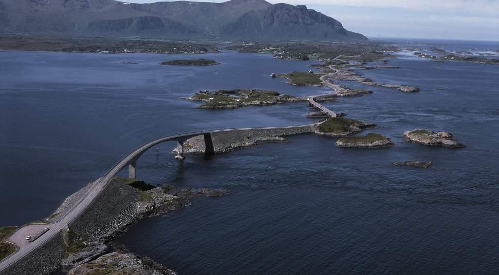 National tourist route atlanterhavsvegen atlantic road photo ivind leren 2000 pix publicscrutiny Images