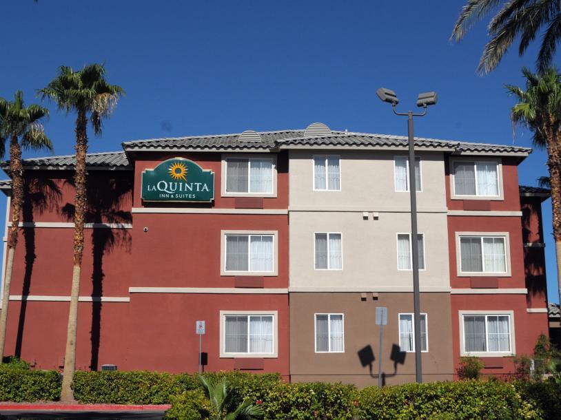 La Quinta Inn & Suites by Wyndham Red Rock