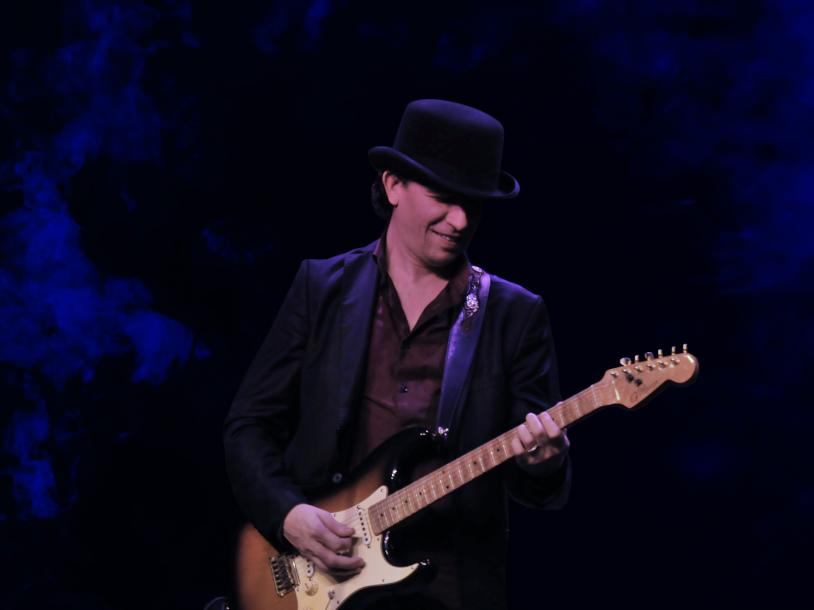 Michael Grimm Performs a Tribute to Stevie Ray Vaughn