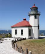 Rollerblading Along Alki Beach in Seattle stop at the Lighthouse