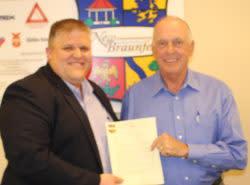 Pat Wiggins receiving award