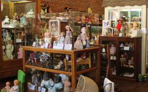 Kentucky Doll and Toy Museum