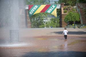 8th Street Riverwalk Fountain