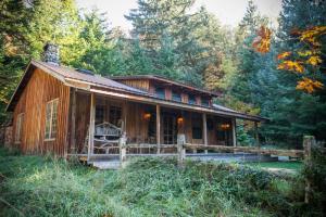 Tatoosh Cabin at Wellspring on Mt. Rainier