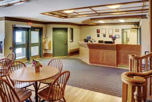 Lakeview Inn & Suites Brandon Lobby