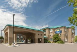 Days Inn and Suites - Brandon