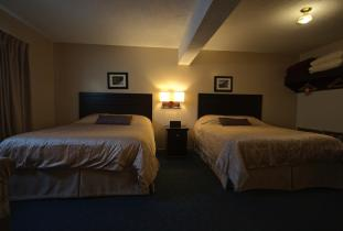 Polar Inn & Suites