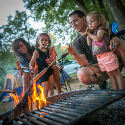 camping-grilling-family