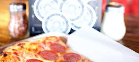 Papa Kenos Pizza slice