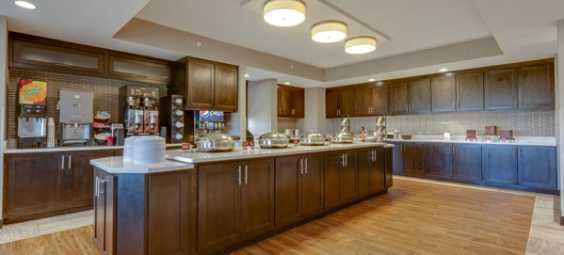 buffet-area-at-the-renovated-overland-park-ks-drury-inn