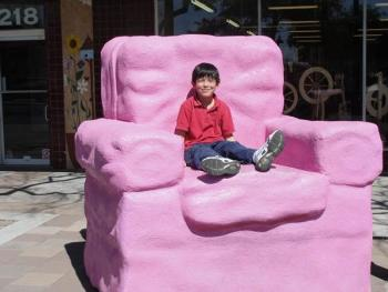 Attirant The Big Pink Chair In Downtown Mesa Sculptures