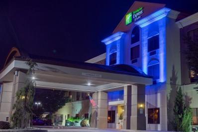 Holiday Inn Express Entrance/Building