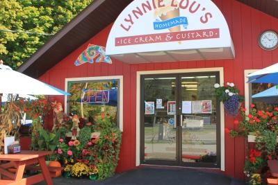 lynnie-lous-naples-exterior-entrance