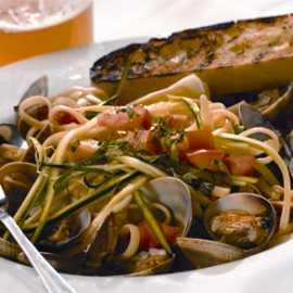 Trio clams