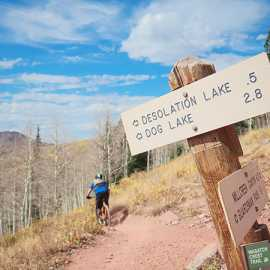 Trailhead marker off the crest, photo by Brant Hansen