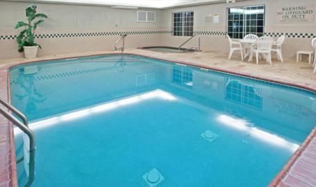 Country Inn and Suites Hotel Michigan City pool