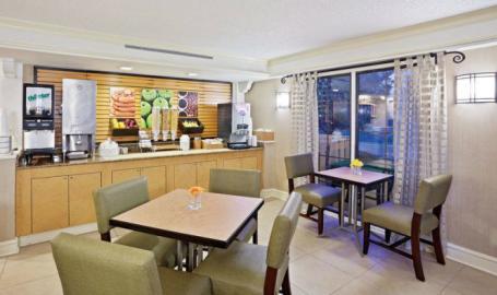 LaQuinta Breakfast Area