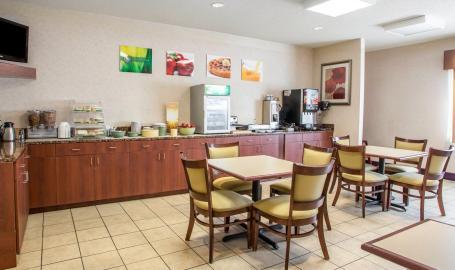 Quality Inn Hotel Merrillville Breakfast