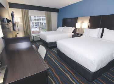 Holiday Inn Hotel & Suites 2 Queen Beds