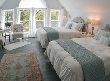 Bluebird Room, 2 Queen Beds, Shower & Soaking Tub