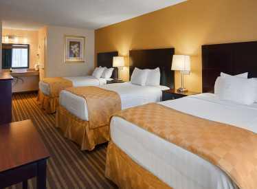 Best Western Heritage Inn 3 bed room