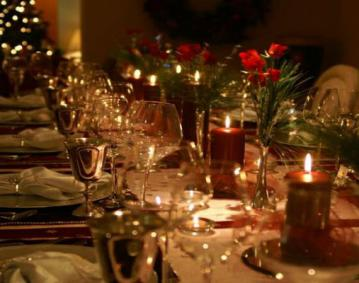 https://res.cloudinary.com/simpleview/image/upload/crm/newportri/Holiday-Dinner0_fc6e2242-5056-b3a8-49c7d04581c427f4.jpg