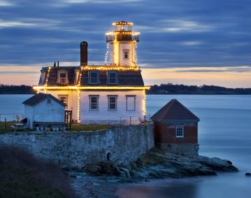 https://res.cloudinary.com/simpleview/image/upload/crm/newportri/rose-island-holiday-lights_credit-Billy-Black1_a76234ae-5056-b3a8-4996a866a030d5c4.jpg
