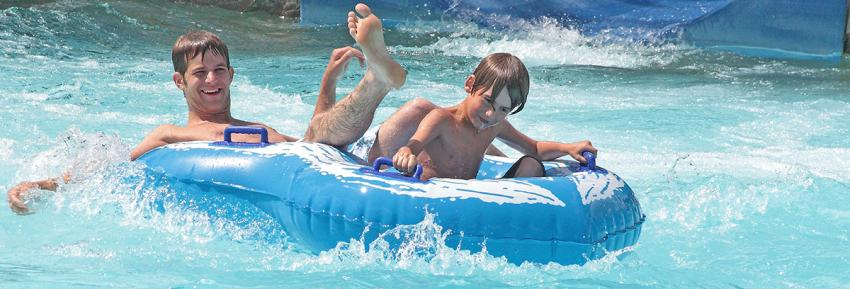 finger-lakes-roseland-waterpark-canandaigua-double-blue-tube-boys