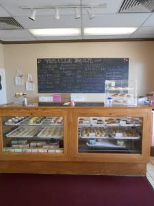 Front counter - check out the plate of cupcakes on top!