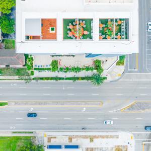 Dalmar Roof, Traffic, Street
