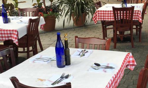 Augie's Outdoor Dining