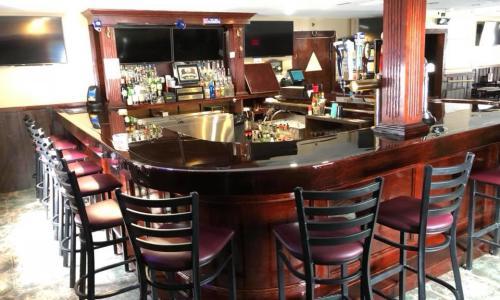 Horseshoe Inn photo of bar area