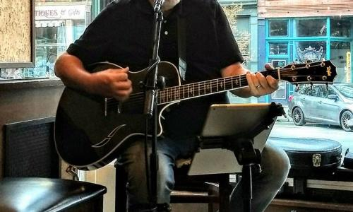 Jeff Brisbin performing at Henrys