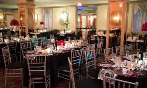 Mallozzi's Catering set tables