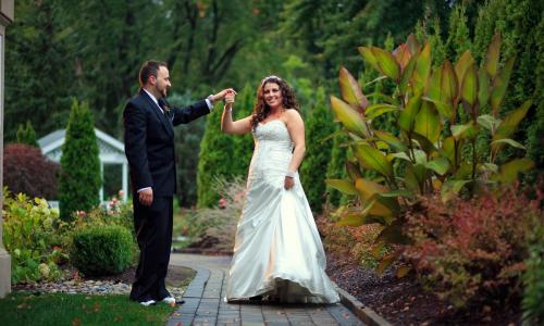 Mallozzi's Catering bride and groom dancing