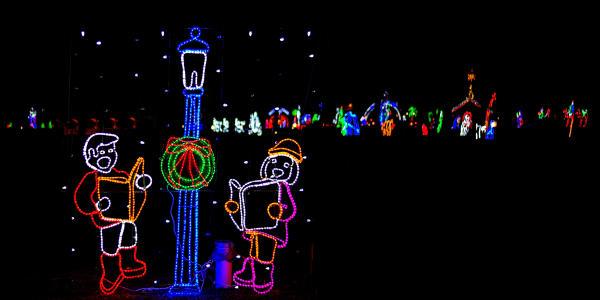 Fantasy of Lights Christmas Charoling