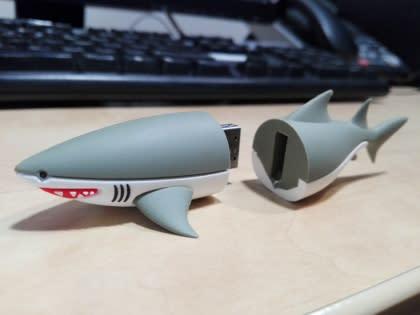 Shark Dive USB