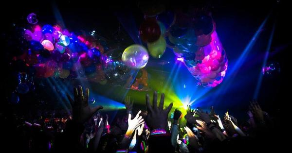 Light show and dancing at Numbers Nightclub in Houston