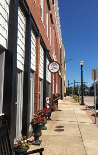 Red's is conveniently located on the square in Downtown Danville.