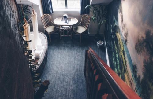 Chateau Avalon room