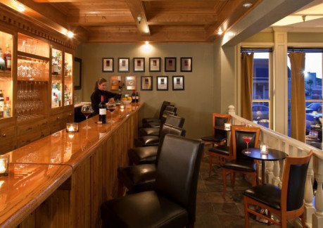 3673P3restaurant-301-bar-hr.jpg