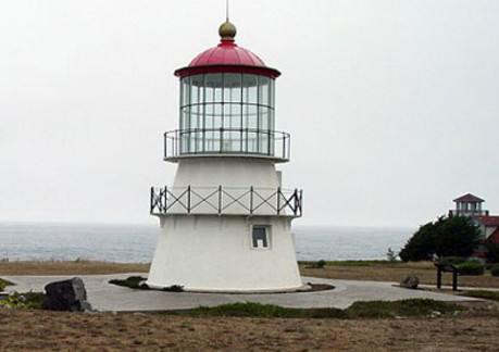 3766P3lighthouse-shelter-cove400.jpg