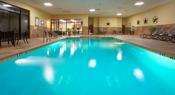 Holiday Inn Beaumont Plaza Pool