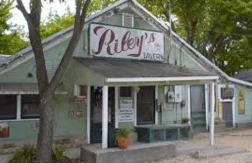 Riley's Tavern & Guest Cottages