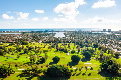 The immaculate Hollywood Beach Golf Resort stands out in Fort Lauderdale as a premier golfing destination.