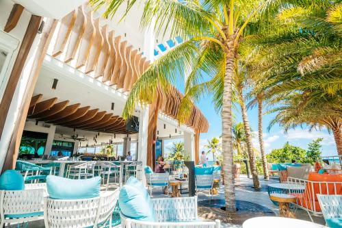 Oceanic is upscale eatery offering uninterrupted ocean vistas and fresh, local seafood.