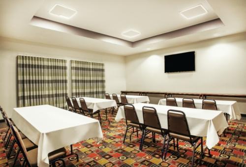 La Quinta meeting room