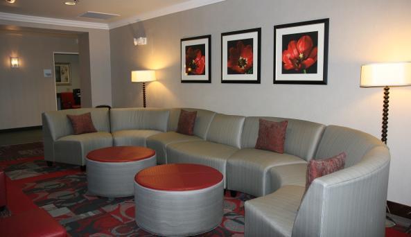 holiday-inn-express-canandaigua-lobby